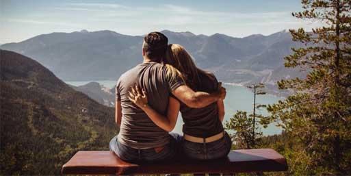 Gegensätze ziehen sich an vs. Gleich und Gleich gesellt sich gern: Wie viel Gemeinsamkeit braucht eine Beziehung?